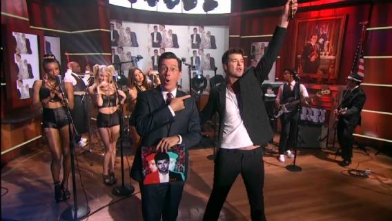 """Robin Thicke performs for """"StePhest Colbchella '013: The Song of the Summer Of the Century"""" Still© Comedy Central"""